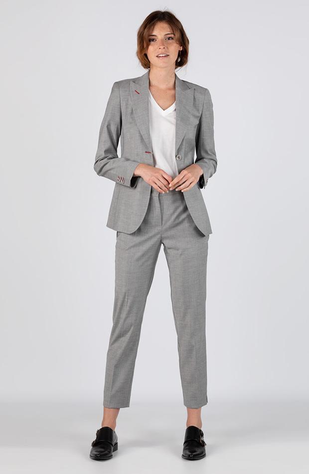 traje de cuadros gris