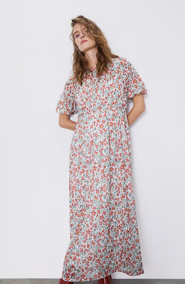 vestido con flores plisado
