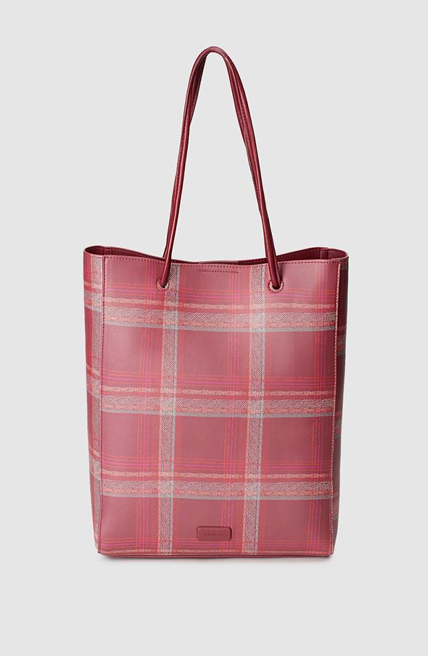 bolso shopper rojo con cuadros multicolor