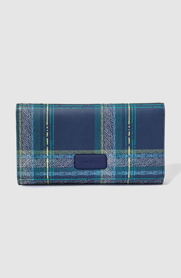 cartera azul con cuadros