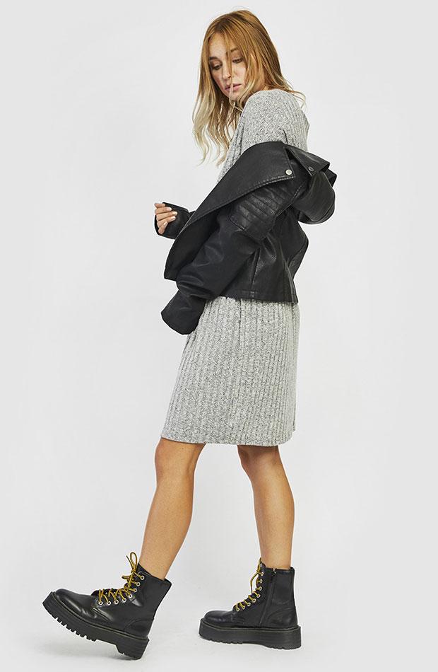 vestido gris de punto