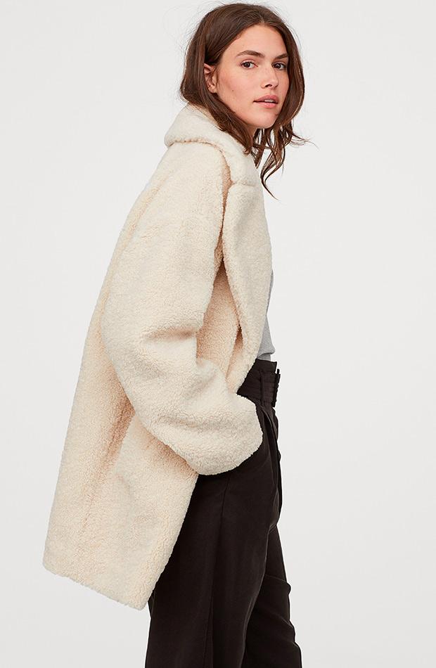Abrigo peluche color crudo de H&M