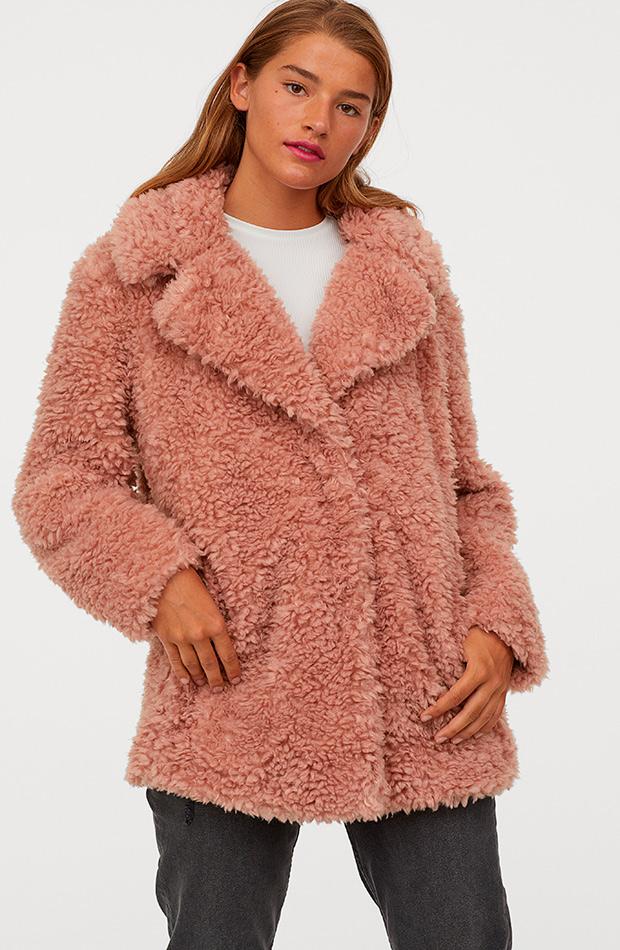Abrigo peluche rosa empolvado de H&M