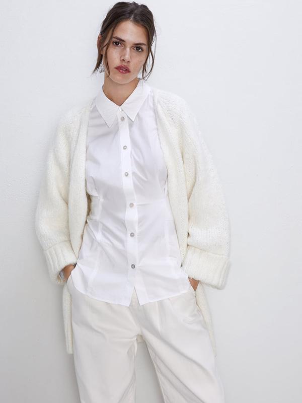 Cárdigan amplio en blanco roto de Zara