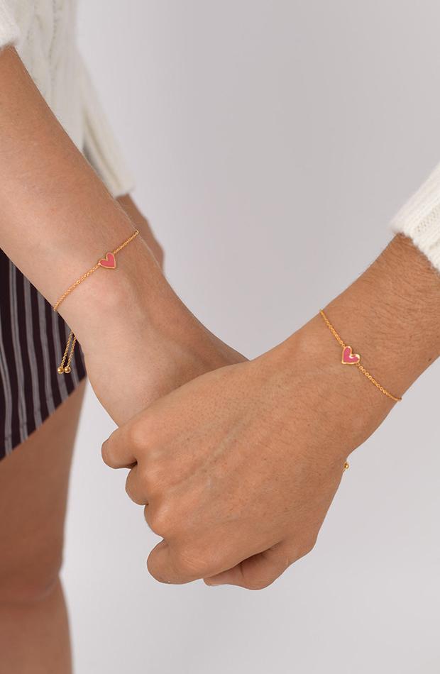 Marcas se unen contra cáncer de mama pulsera de Brownie