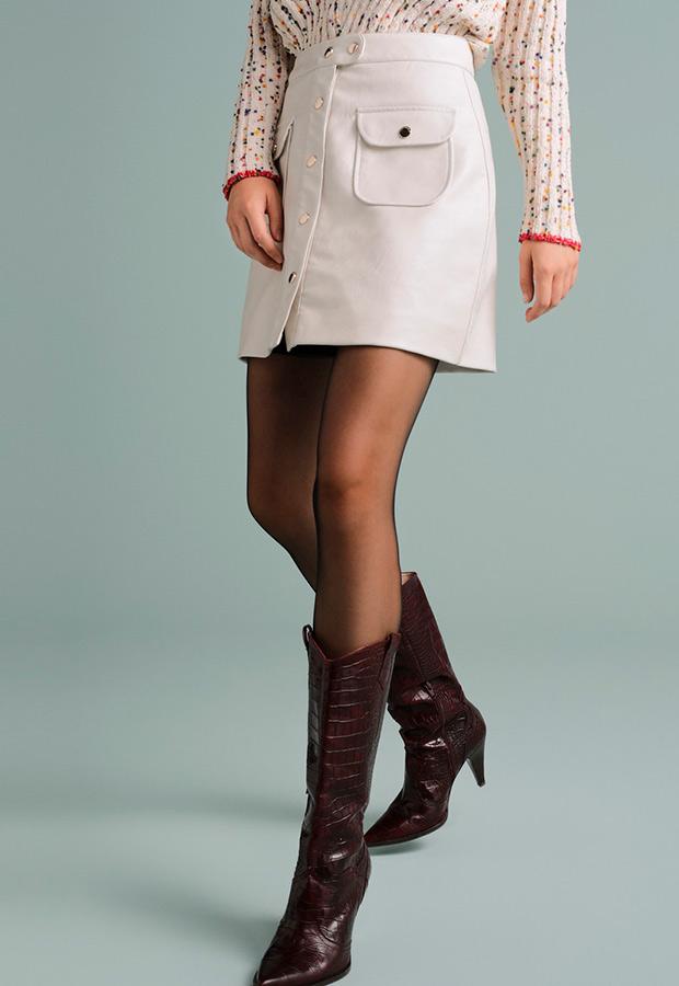 Falda blanca con bolsillos de polipiel