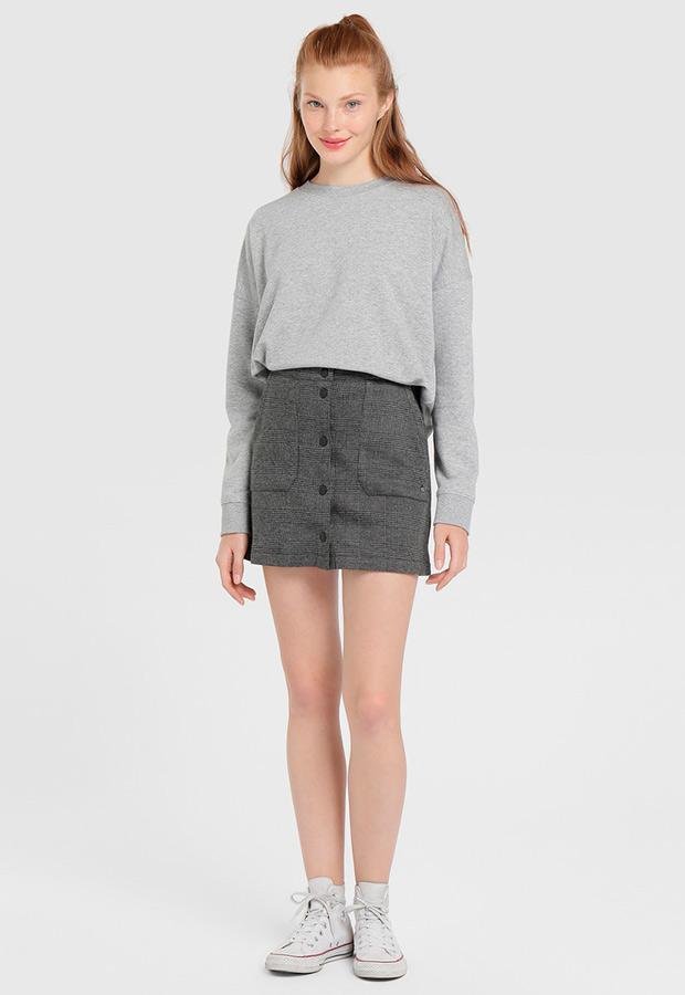 Falda con bolsillos y estampado de cuadros grises