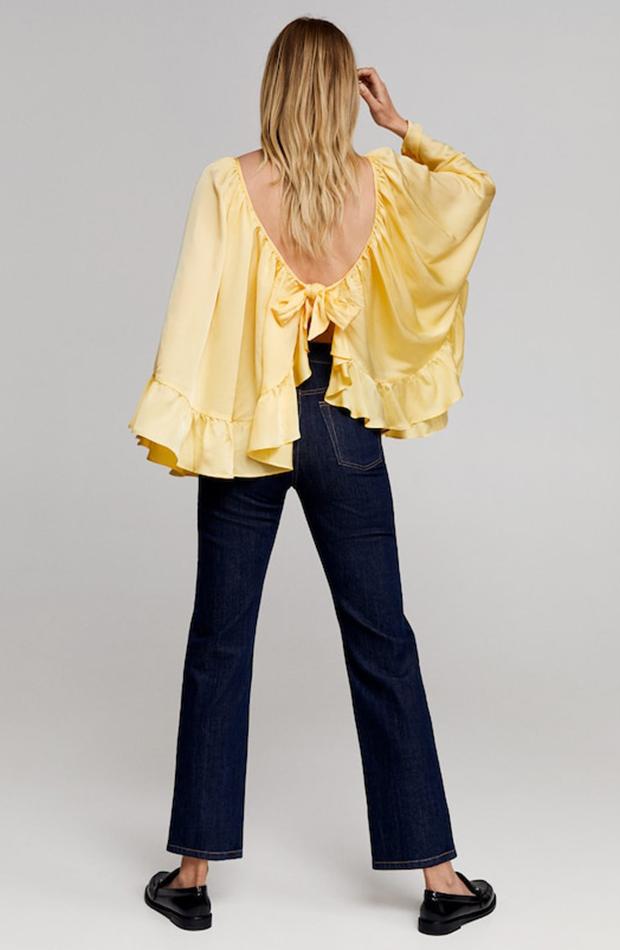 Colección de Leandra Medine para Mango blusa con volante amarilla