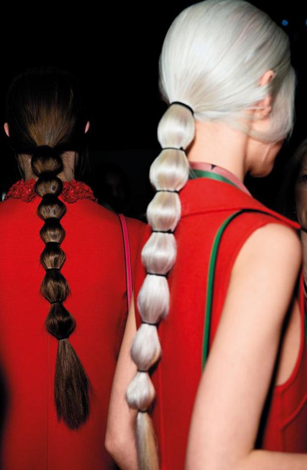 Peinados invitada coleta con gomas