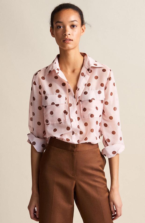 Camisa rosa con estampado de topos