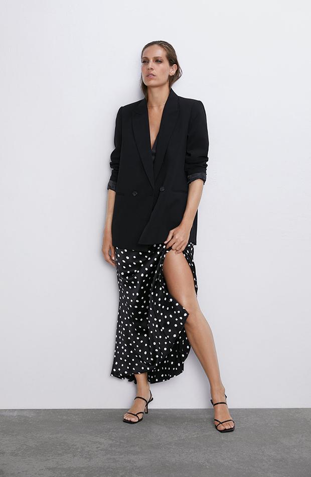 Falda satinada de lunares de Zara