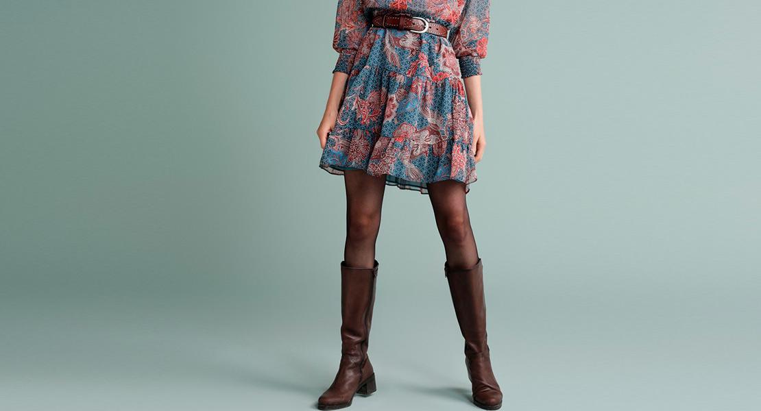 12 vestidos cortos que quedan genial con botas altas