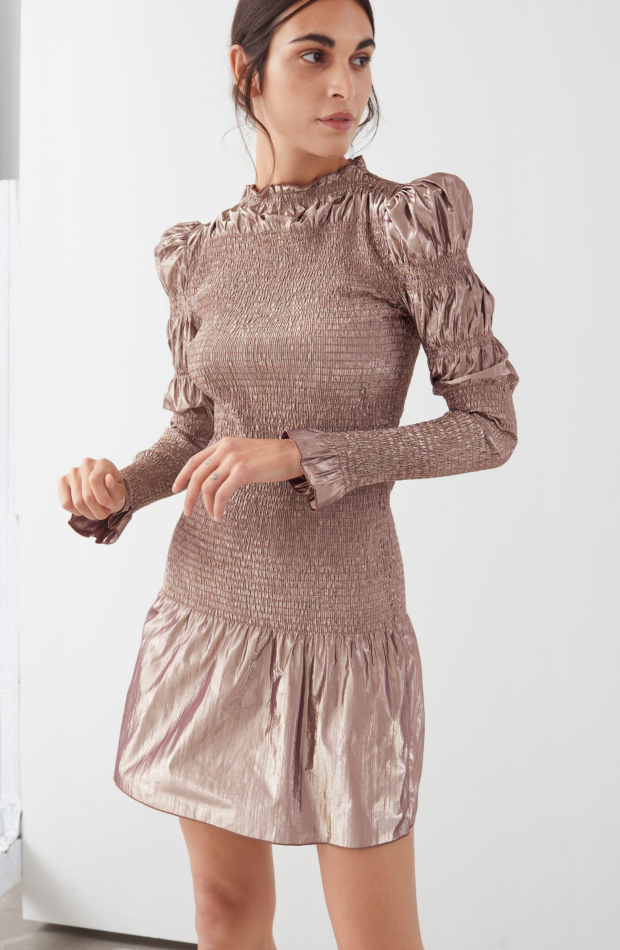& Other stories colección Upscale Casual vestido dorado