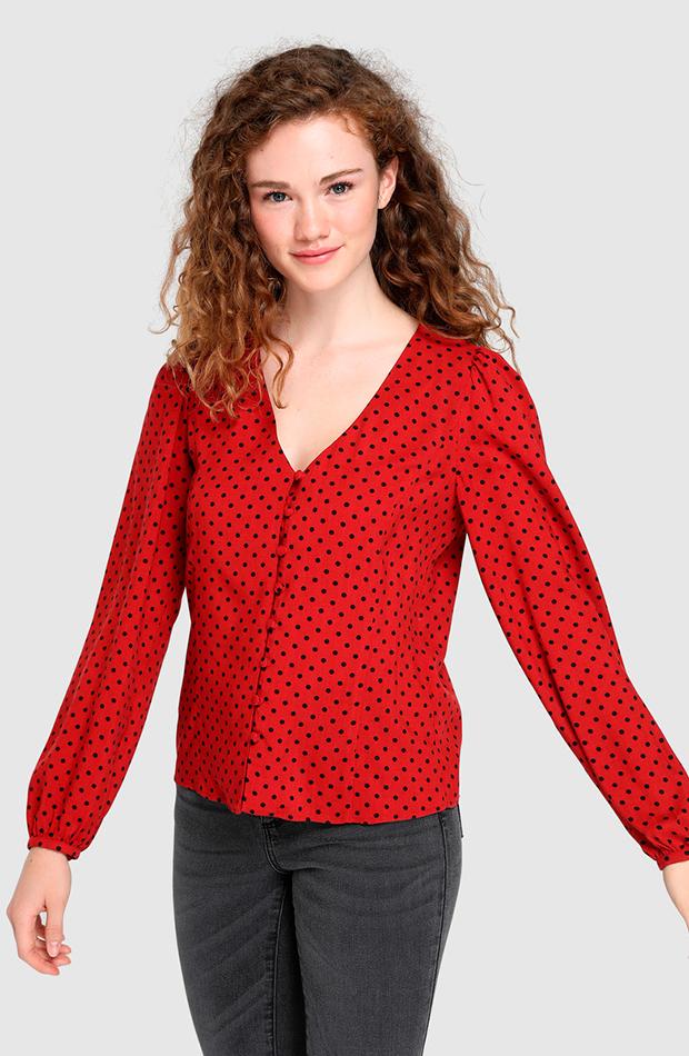 blusa roja de lunares fórmula joven looks para cena de empresa