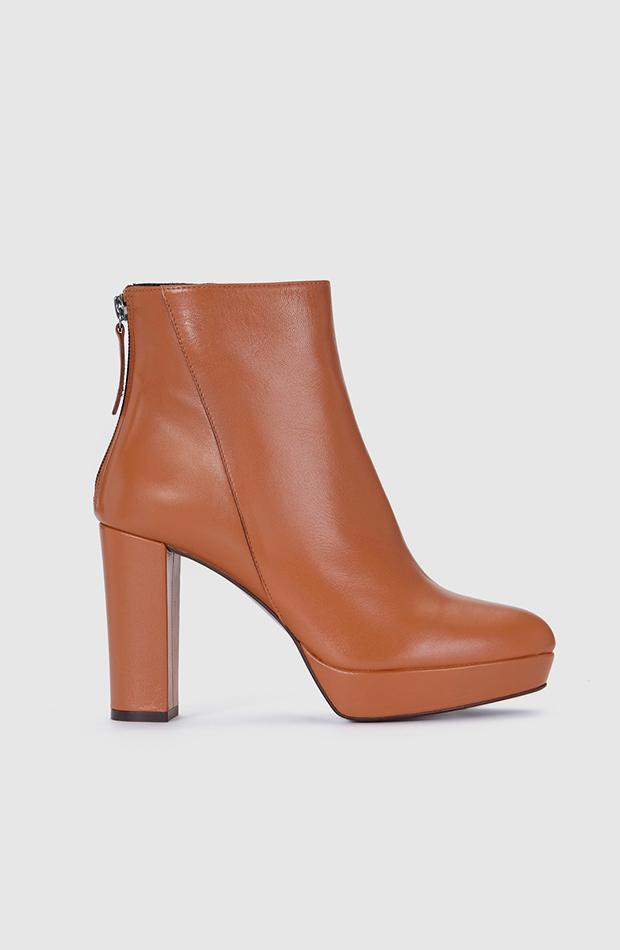 Botines de piel marrón de Gloria Ortiz estilo setentero