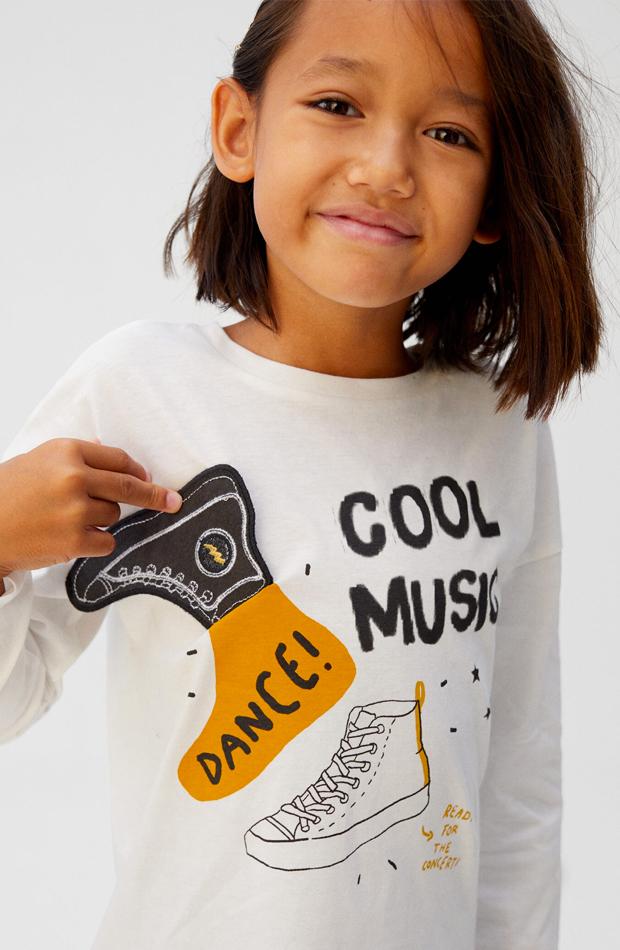 camiseta con bordado zapato nina