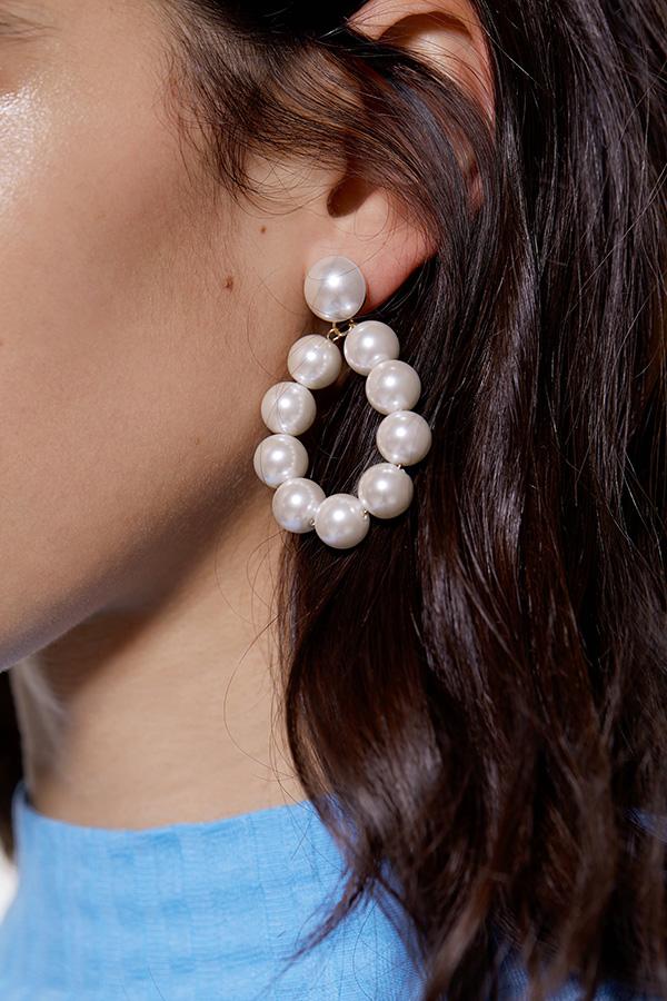 Pendientes de perlas de las Novedades de Zara invierno 2019 2020