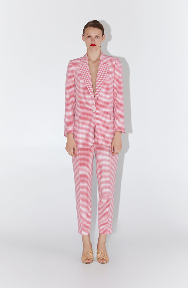 Promociones previas Black Friday traje rosa zara