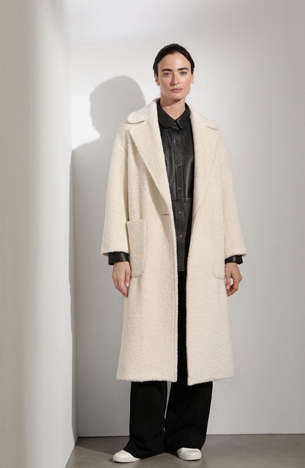 abrigo blanco con lana