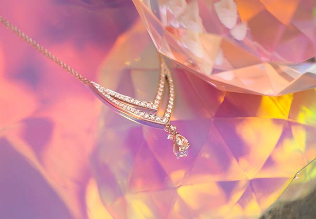 Collar de oro blanco y diamantes de Suarez