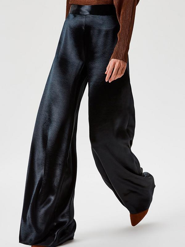 Pantalón satinado para el look de Nochevieja