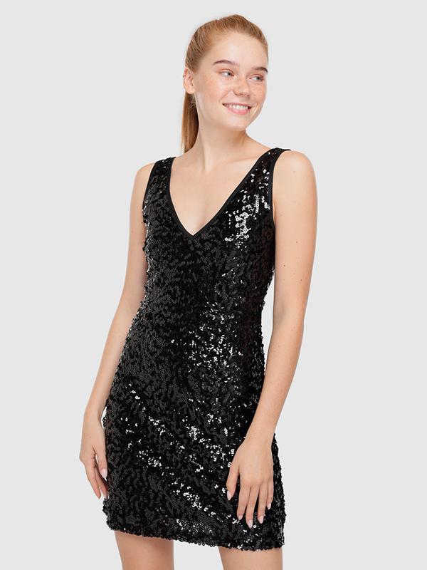 Vestido negro de lentejuelas para el look de Nochevieja