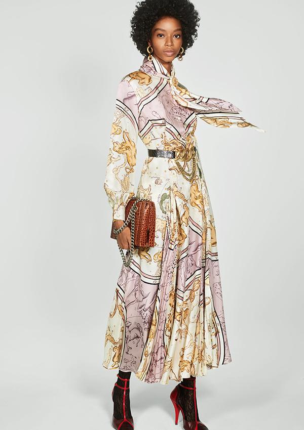 Vestido largo de Zara de estampado pañuelo
