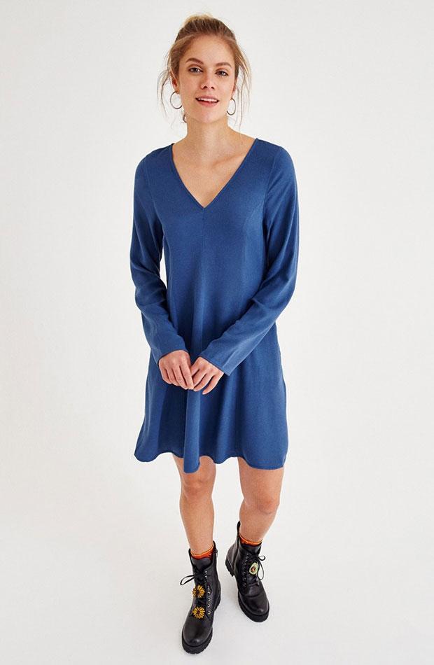 azul clasico vestido fluido