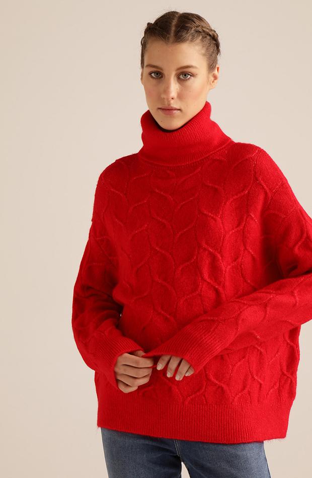 jersey rojo con cuello vuelto