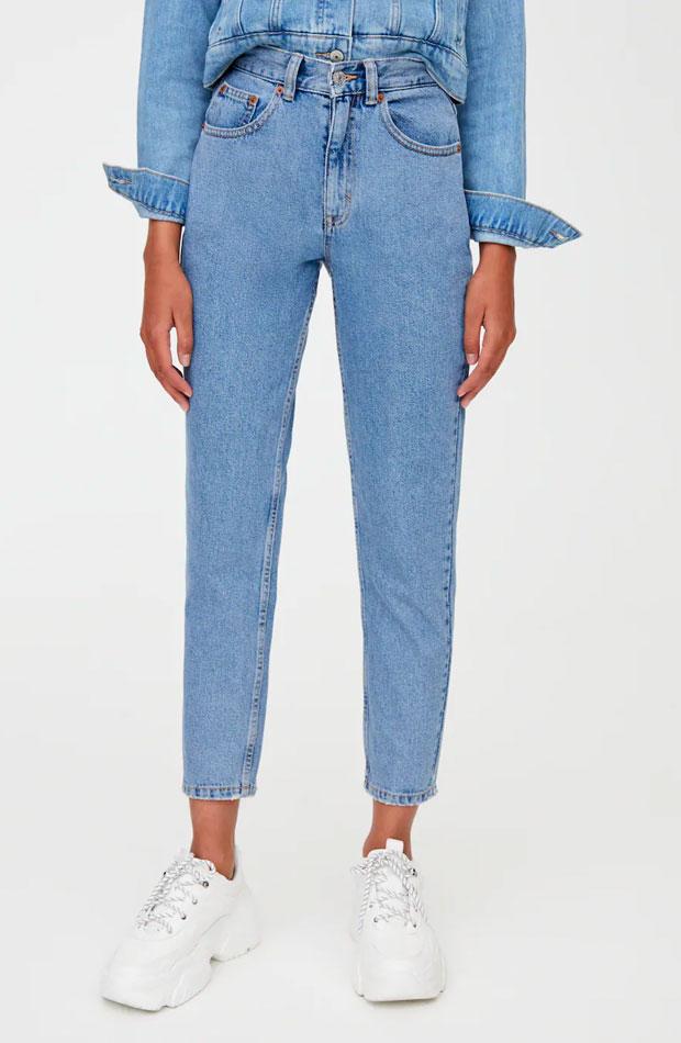 prendas basicas de influencers mom jeans