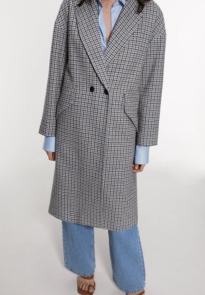 Abrigo de cuadros de las Novedades de Zara primavera 2020