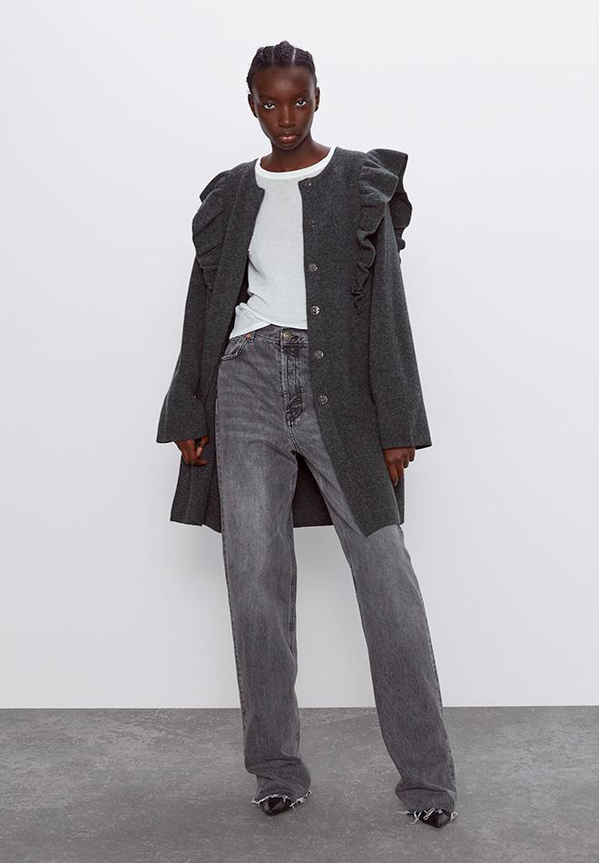 Abrigo de punto con volantes de las Novedades de Zara primavera 2020