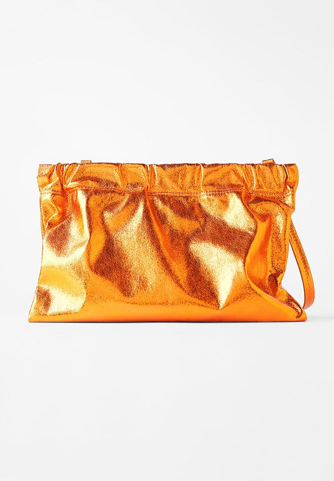 Bolso metalizado de Zara