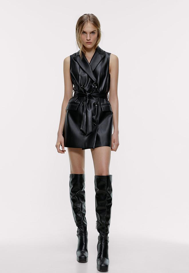 Chaleco negro de piel de Zara
