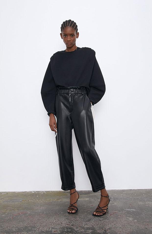 prendas basicas de influencers pantalones de cuero negros