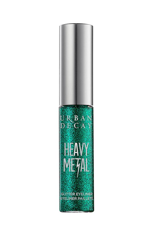 Tendencias de maquillaje 2020 delineador con glitter