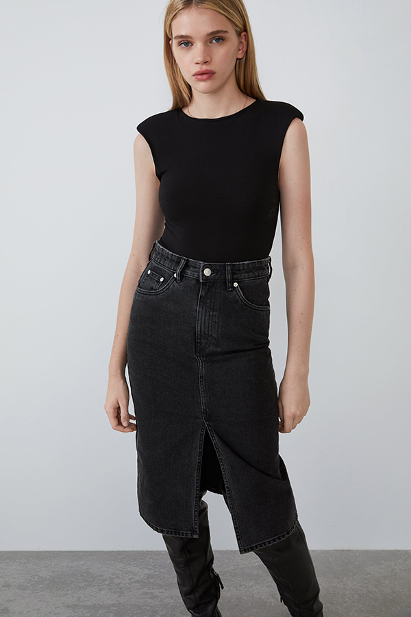 Body negro de Zara con hombreras