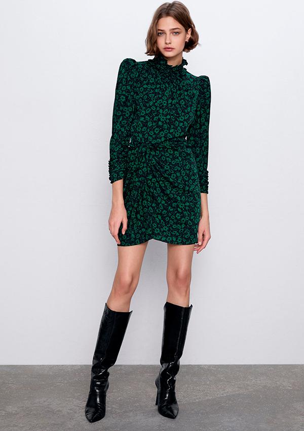 Vestido mini de flores de Zara