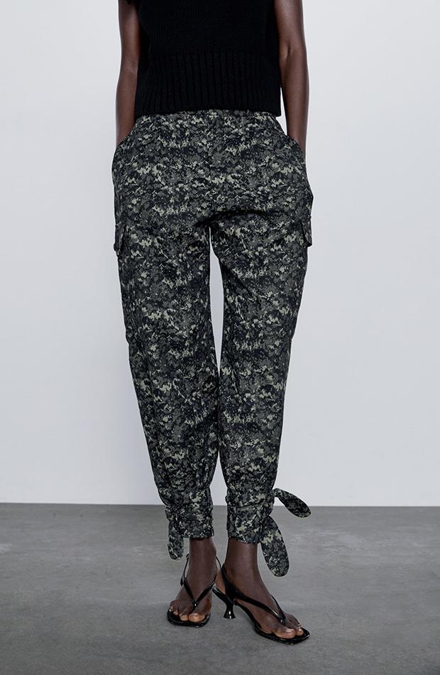 pantalones estampados con lazos en el tobillo Zara