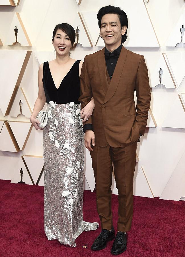 Kerri Higuchi y John Cho en los Premios Oscar 2020