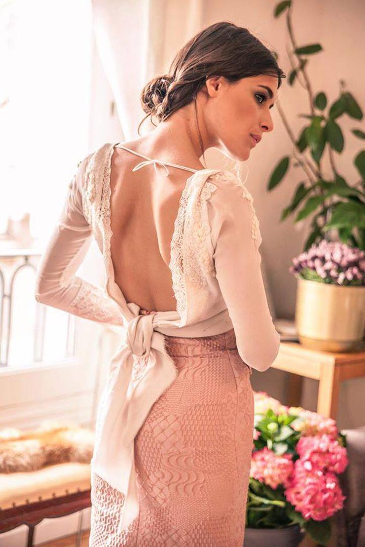 Vestido novias Helena Mareque espalda descubierta con bordados