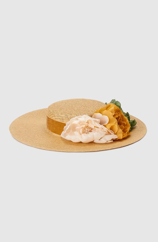 pamela la sombrerera el corte ingles en tono beige con flores a contraste accesorios para el pelo invitada