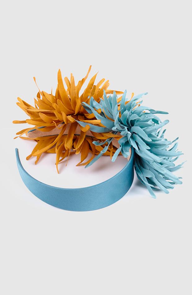 tocado diadema la sombrerera de raso en azul con flores accesorios para el pelo invitada