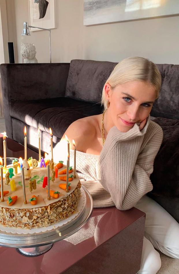 Caroline Daur cumpleaños ropa de casa