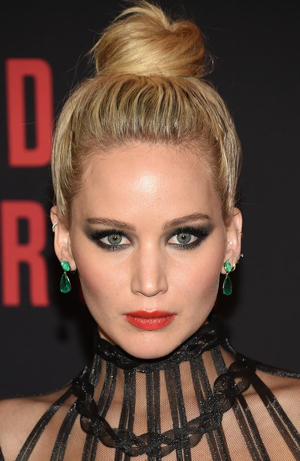 Jennifer Lawrence estilo de maquillaje glam