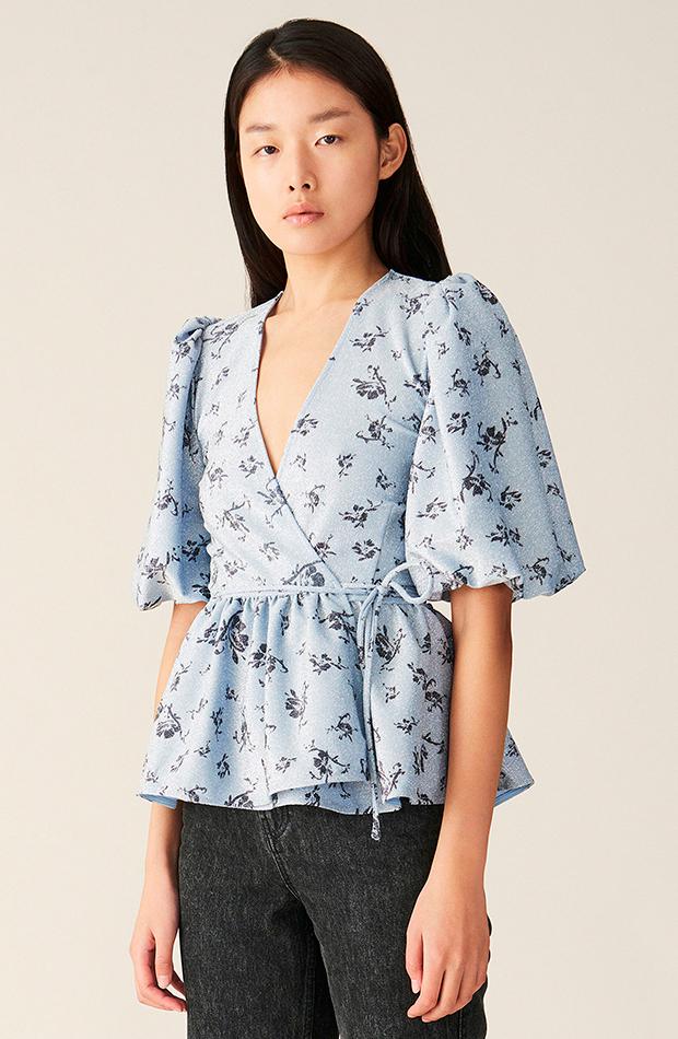 camisa cruzada estampado flores ganni camisas ideales primavera verano