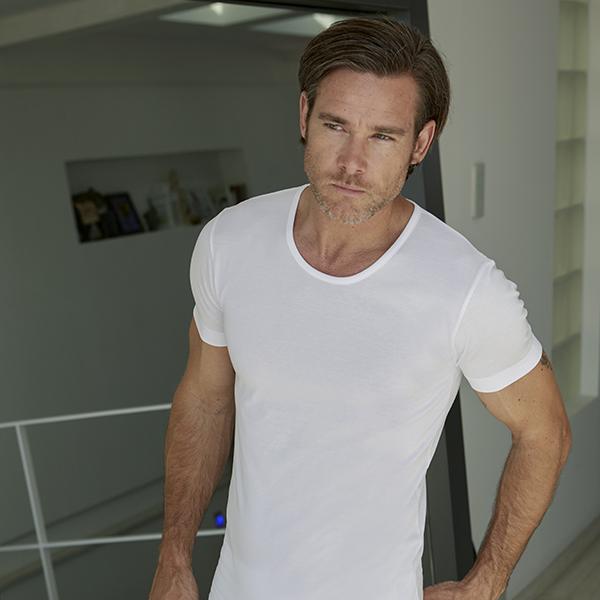 Camiseta interior para un fondo de armario íntimo masculino