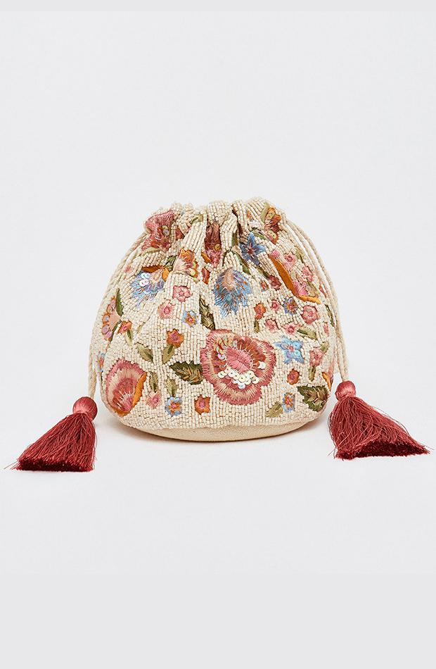 invitada perfecta primavera-bolso-saco-sfera-flores-beads-beige