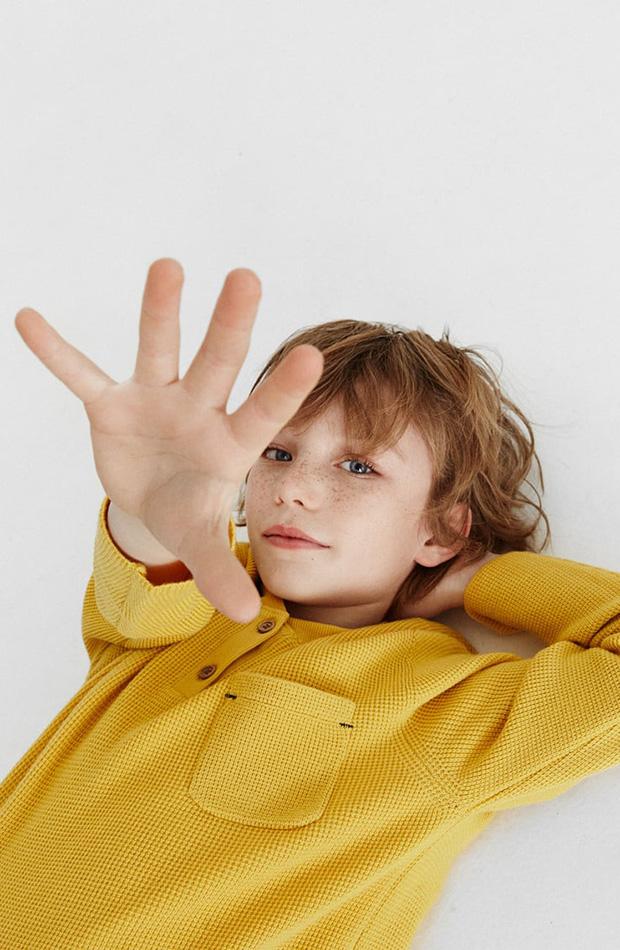 Jersey de punto mostaza colección Zara Kids primavera 2020