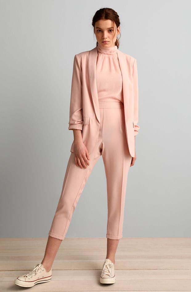 pantalón ancho de mujer con cintura elástica color rosa pastel formula joven cambio de armario básicos